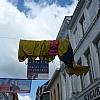 Een nieuwe vestiging in een nieuwe stad. Om deze slogan wat meer kracht bij te zetten werd er een parachute geplaatst in de winkelgangen van Kortrijk